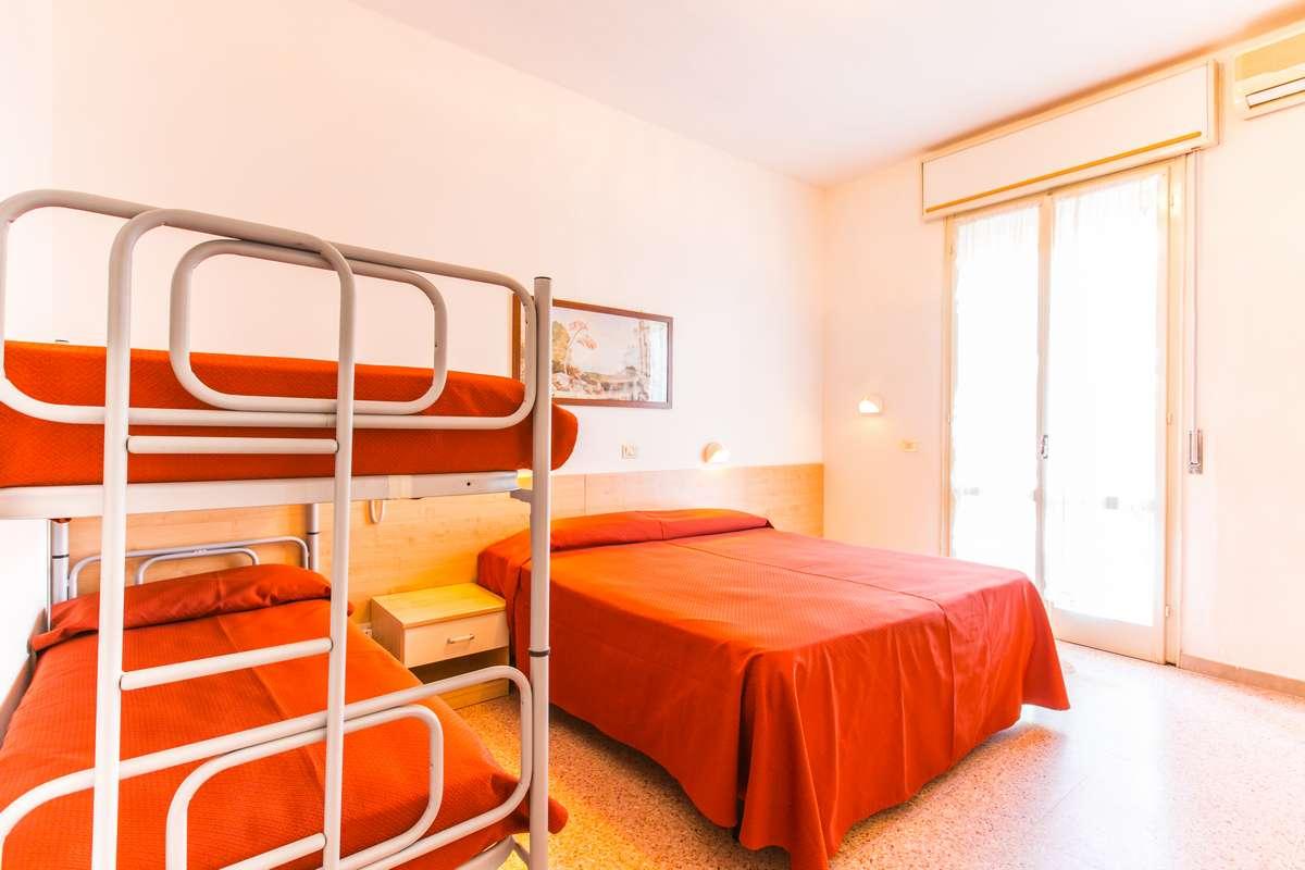 Letto A Castello Triple.Dependance Archivi Hotel Thomas Tre Stelle Superior Pinarella